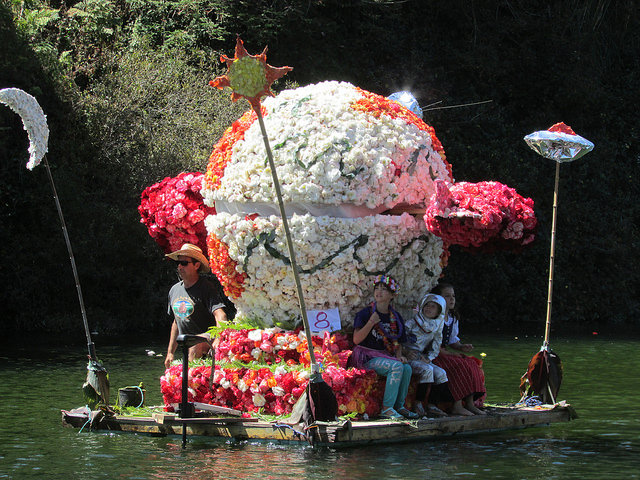 "Case Finkel's previous float: ""Inter-Galactic Begonia Explorer"". Grand Prize Winner, 2016.Case Finkel's 2016 float traveling under Stockton Bridge."